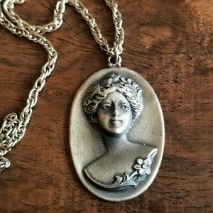 Vintage Edwardian woman necklace in pewter cameo
